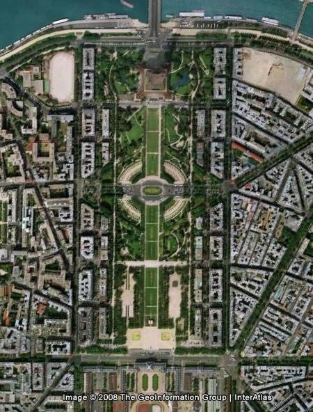 Елисейские поля и Эйфелева башня вид со спутника
