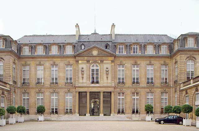 Париж Елисейский дворец вид на вход