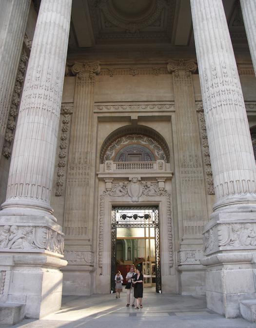 Париж вход в елисейский дворец